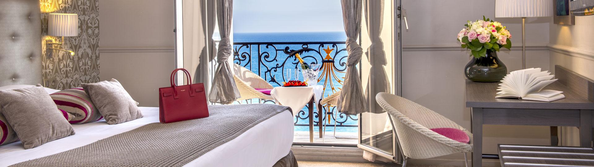 Chambre vue sur mer à l'hôtel Le Royal à Nice