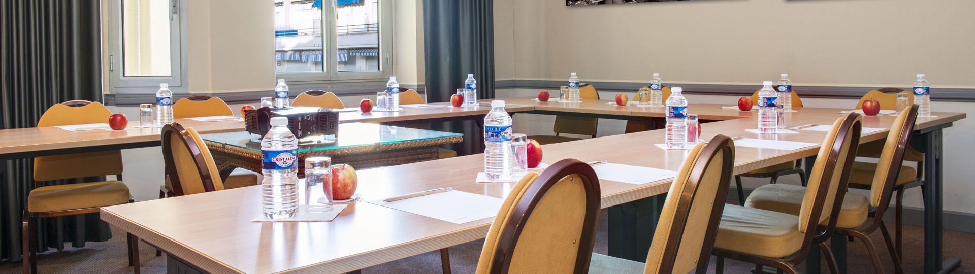 Salle de réunion de l'hôtel Le Royal à Nice