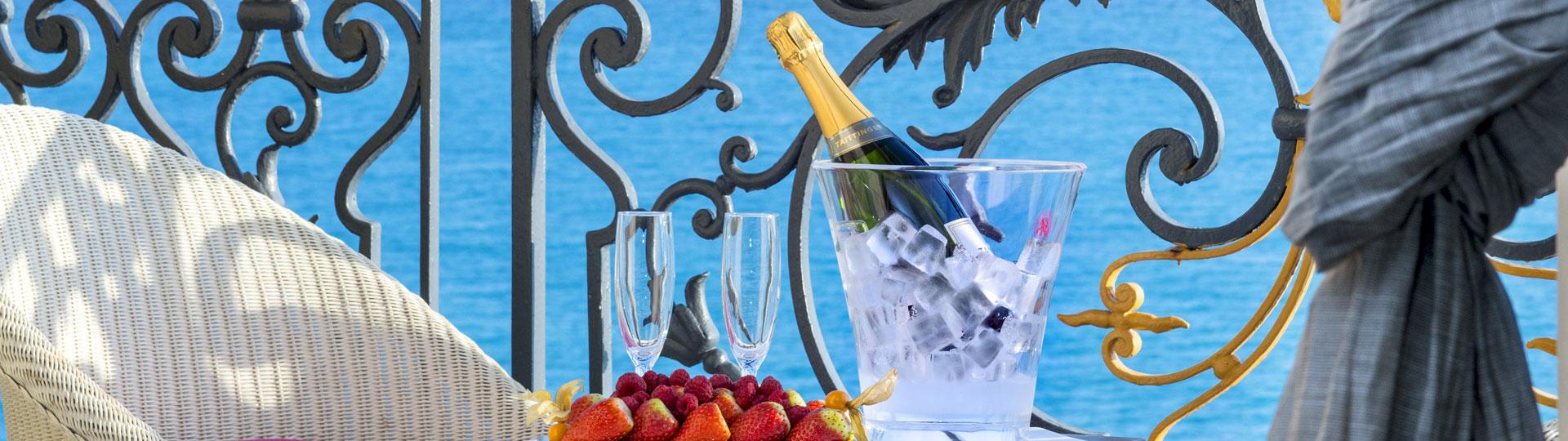 Champagne sur le balcon de la chambre Executive de l'hôtel Le Royal*** Nice