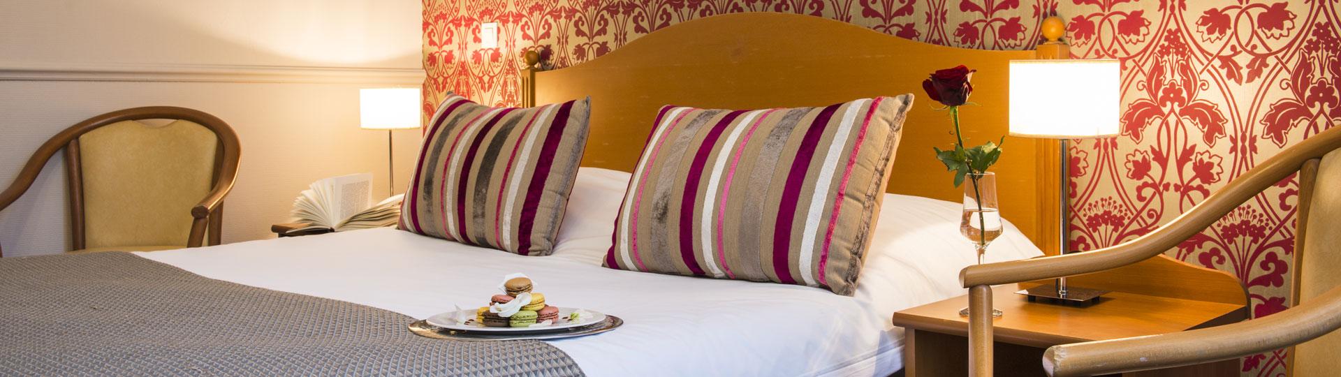 Chambre double de l'hôtel Le Royal au centre ville de Nice