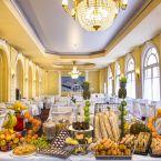 Buffet au restaurant de l'hôtel Le Royal à Nice