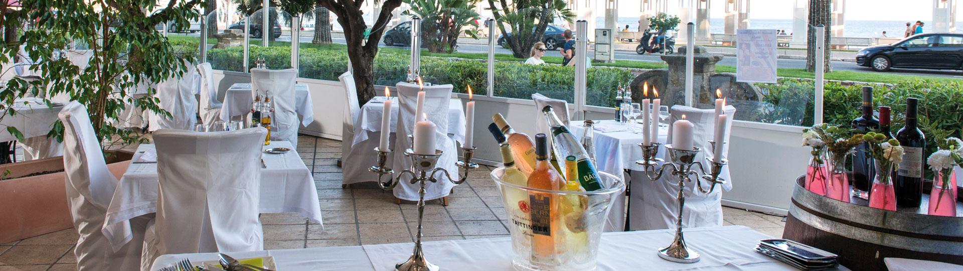 Terrasse du restaurant de l'hôtel Le Royal à Nice