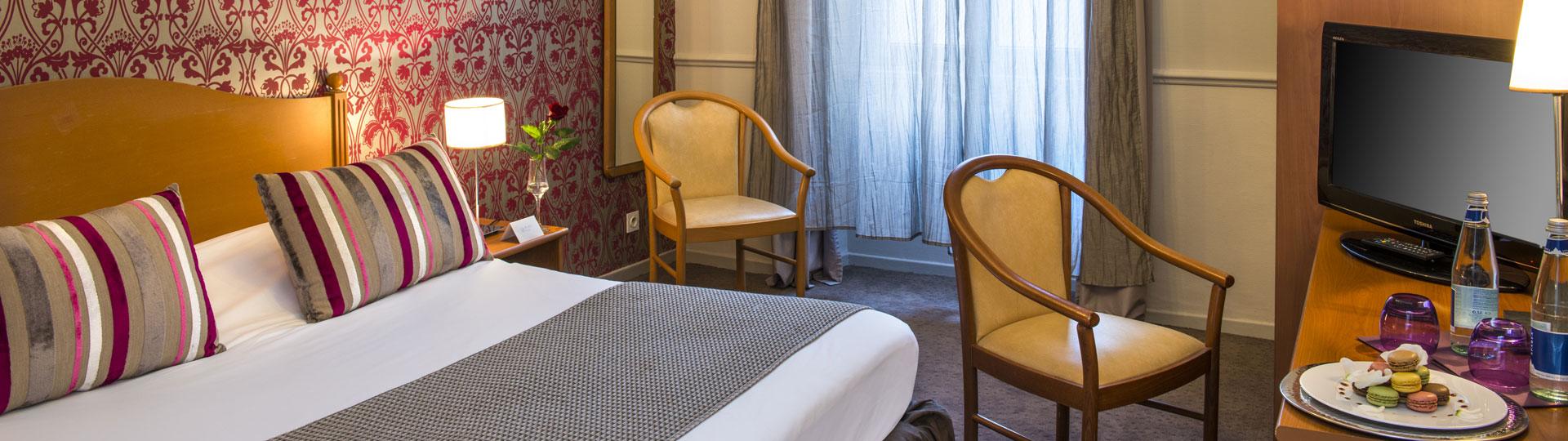 Chambre double, twin côté ville de l'hôtel Le Royal à Nice