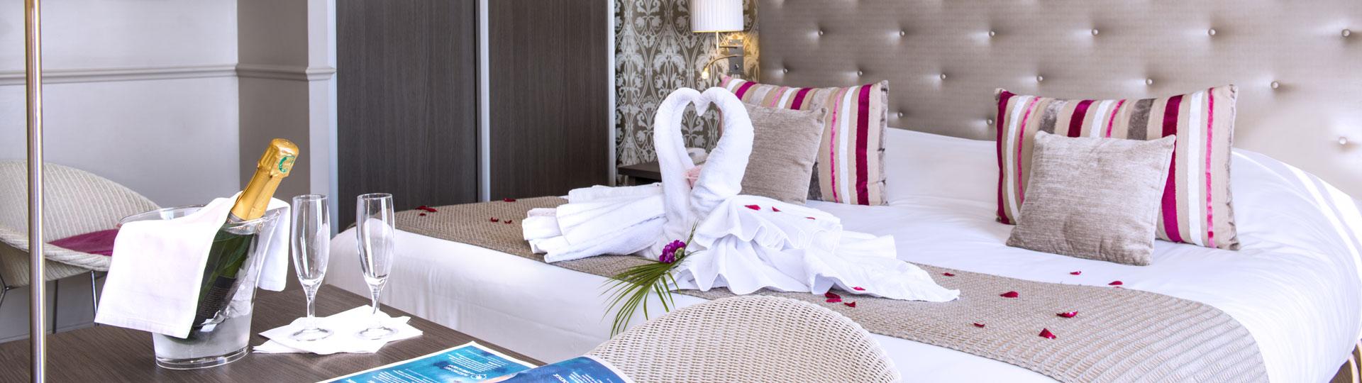 Chambre double de l'hôtel Le Royal à Nice