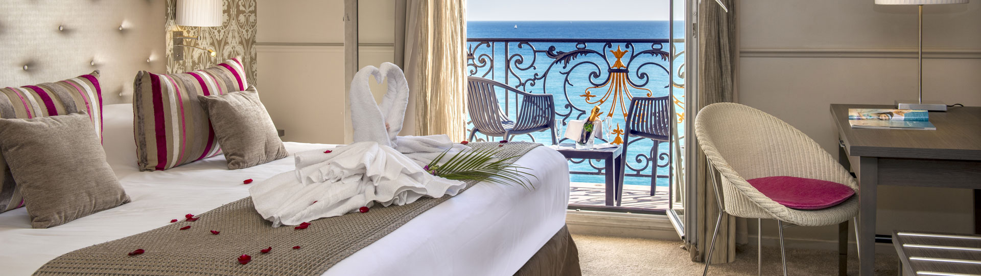 Chambre double, twin vue sur mer de 'hôtel Le Royal à Nice