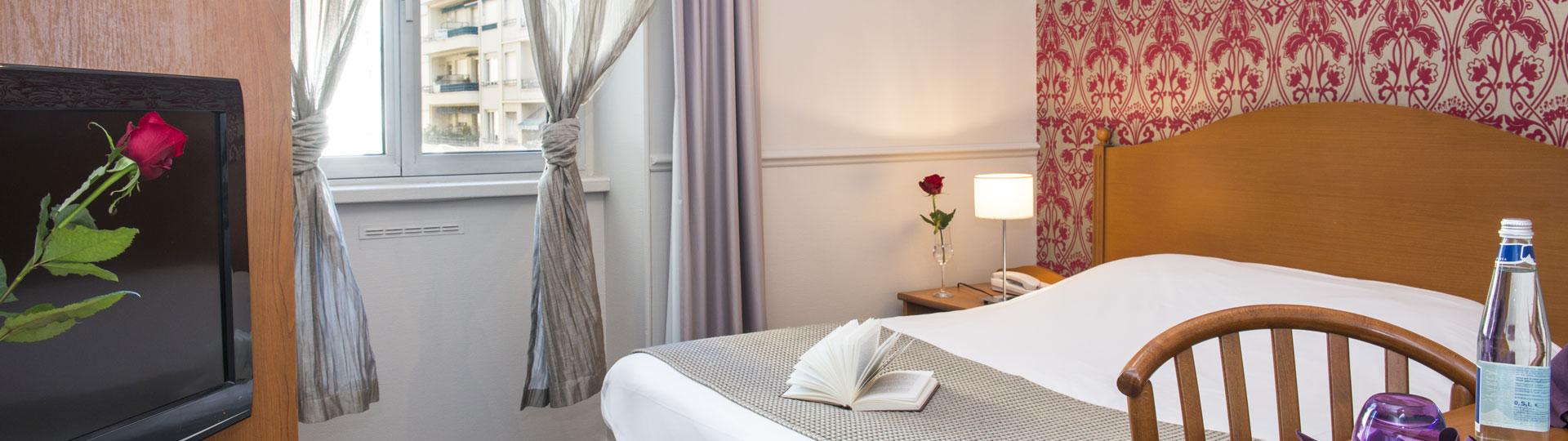 Chambre single côté ville de l'hôtel Le Royal à Nice