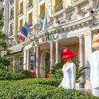 Entrée de l'hôtel Le Royal à Nice