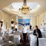 Cliché d'Aurore Valade dans la salle de restaurant de l'hôtel Le Royal*** Nice